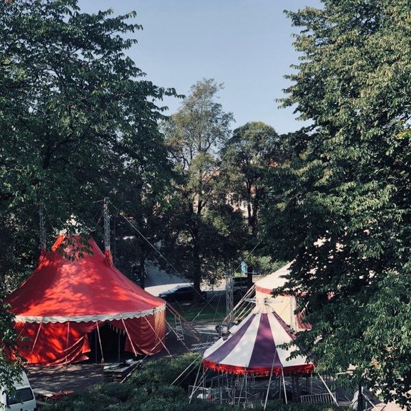 sirkuslandsbyen under oppføring